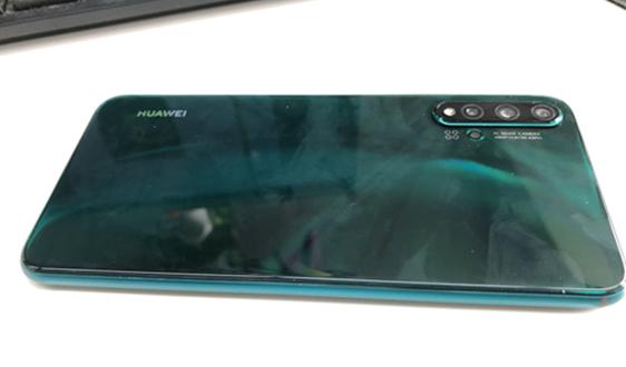 三星旗舰手机用上365备用网站后盖引热议 手机后盖去金属化带来哪些材料机遇?